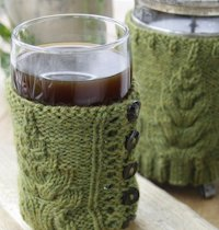 DROPS Knitted Christmas Tree Cup Cozy