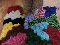 instructables jasmindoty Quick Pompom Rug